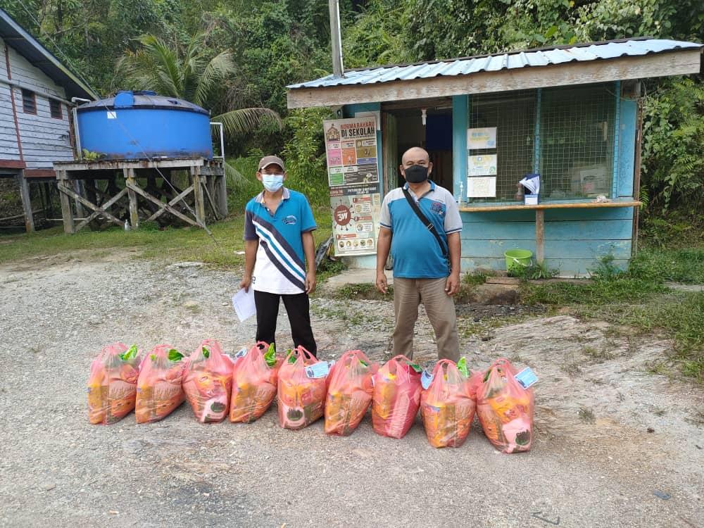Warga SK Nanga Gerenjang terima sumbangan