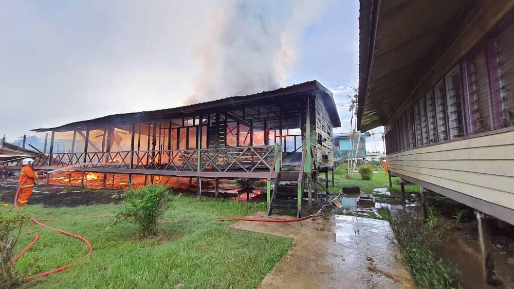 Tiga blok bangunan Sk Campuran Daro musnah sepenuhnya dalam kebakaran