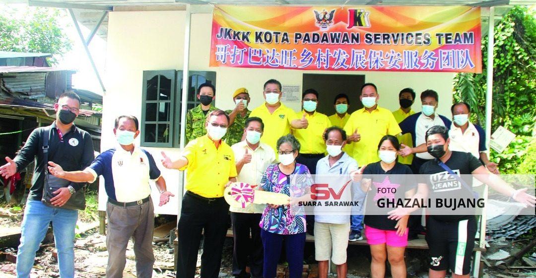 Thien Poh gaga bulih rumah baru asil bantu Adun Batu Kitang