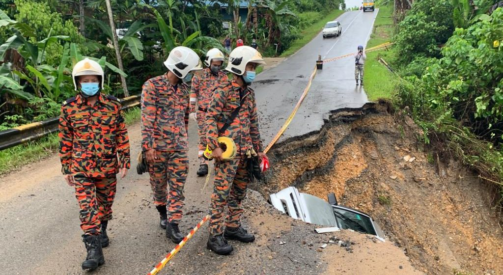 Dua selamat, kereta jatuh gaung di Kilometer 4, Jalan Bukit Goram Kapit