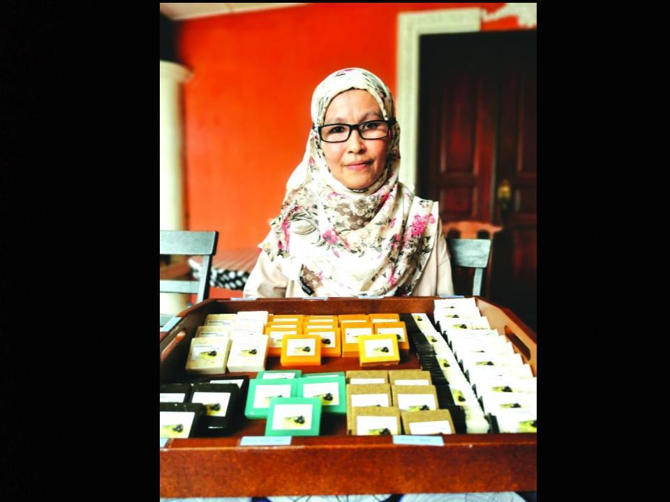 Sabun organik chap 'Homemade Soap IsNia' ngasi merubat penyakit kulit
