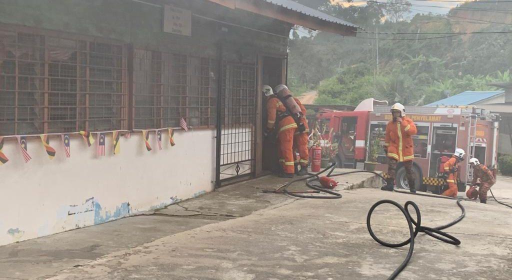 Tindakan pantas pasukan bomba berjaya selamatkan pejabat SK Sungai Amang