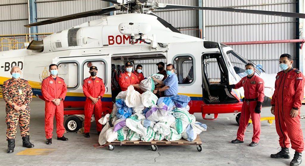Dua tan bekalan makanan telah diterbangkan ke kawasan terjejas banjir di Mulu