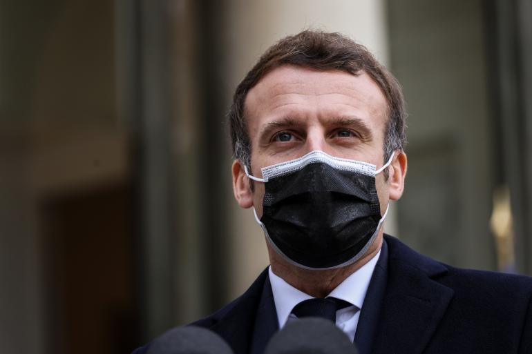 Presiden Perancis ditampar ketika walkabout
