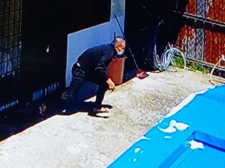 Polis cari banduan lari