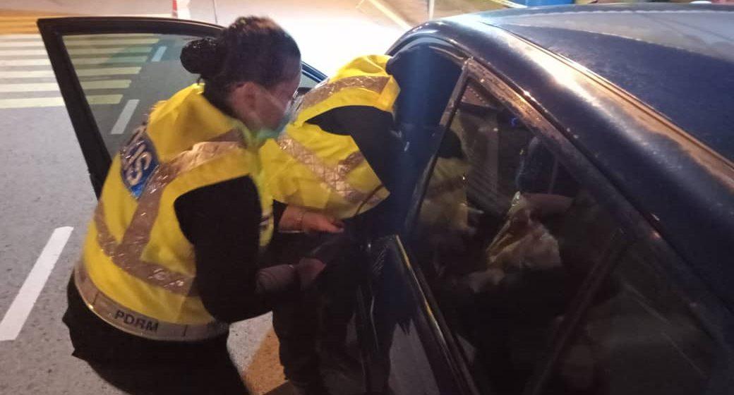Dua polis wanita jadi bidan terjun