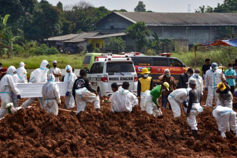 Covid-19: 2,048 orang meninggal dunia dalam tempoh 24 di Indonesia