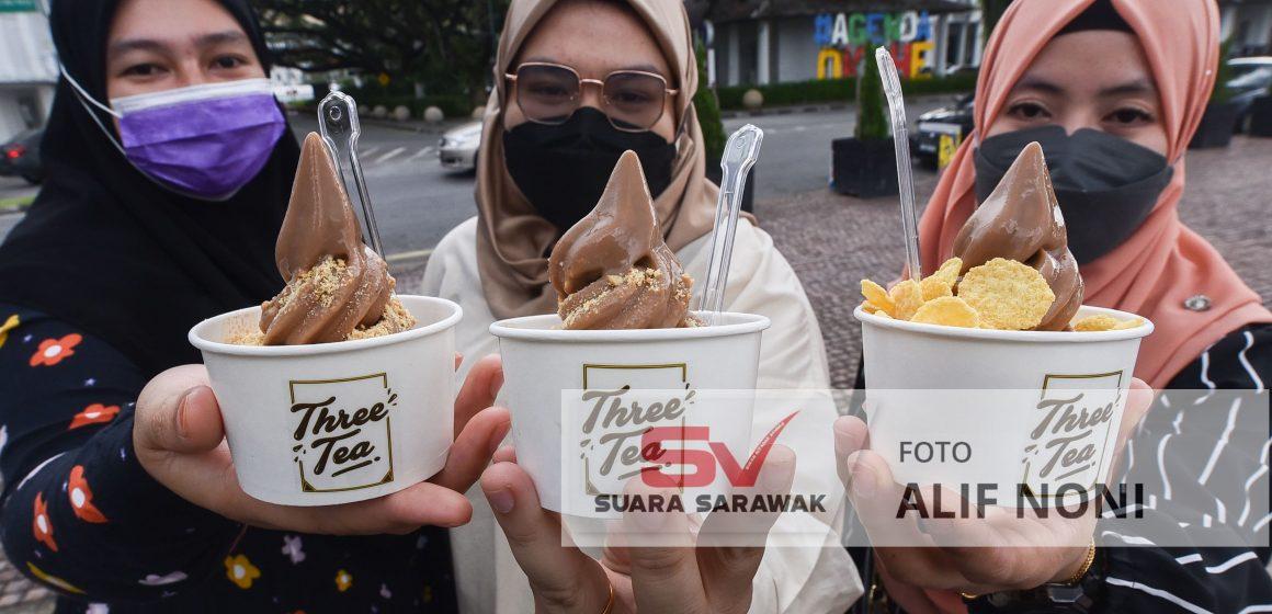 Fenomena aiskrim Three Tea di Tebingan Kuching