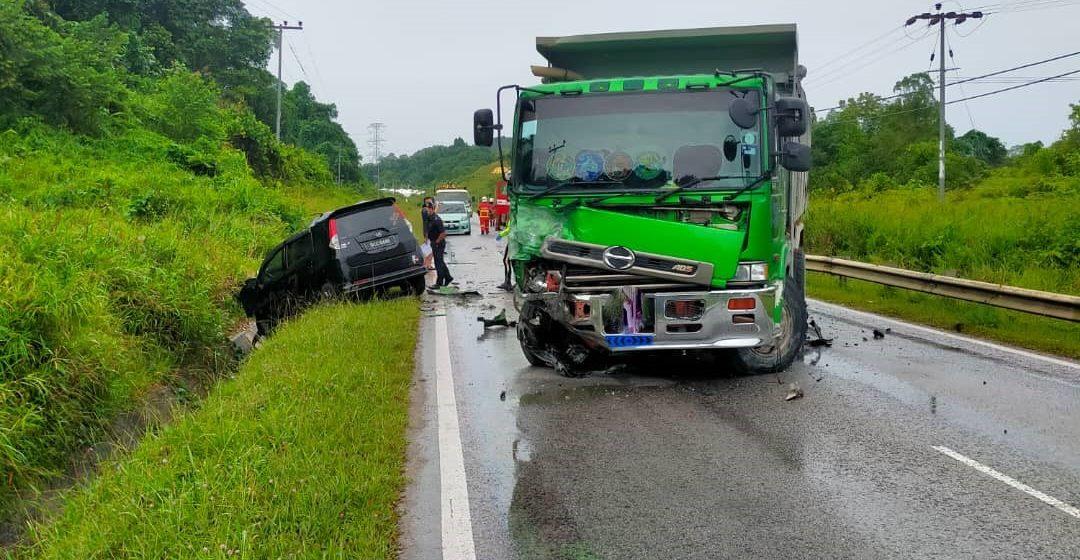 Lelaki maut kereta bertembung lori