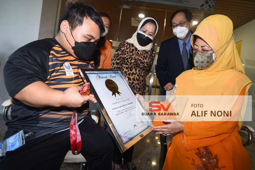 Bonnie nerima setipikit basa ari Malaysian Book Of Record