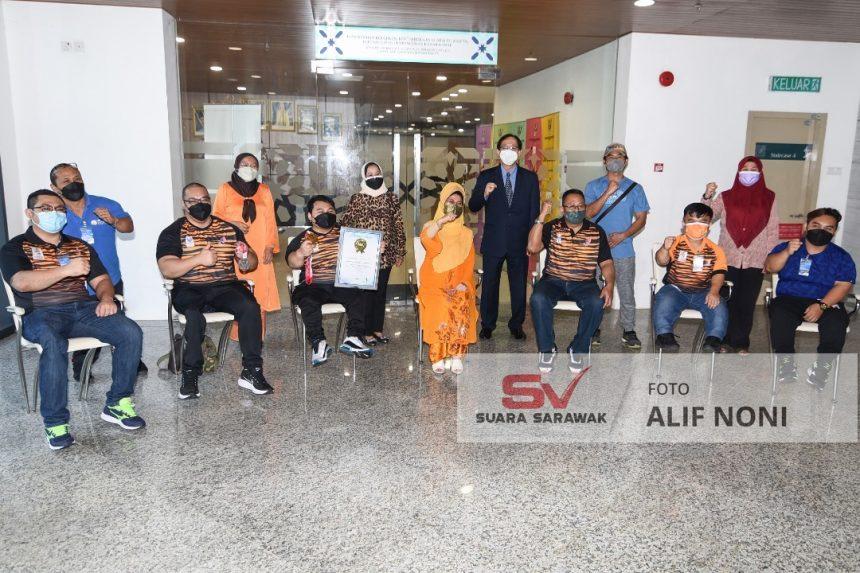 Lima jaguh Para angkat berat Sarawak deka ngarika Malaysia