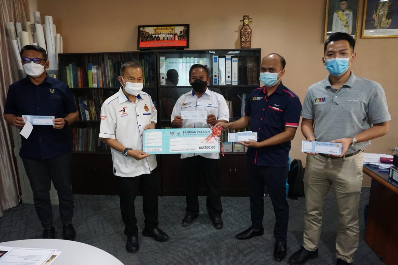 Penerima bantuan Yayasan Sarawak terdiri daripada pelbagai kaum