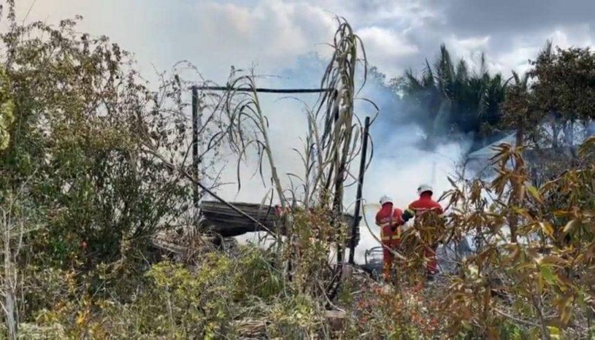 Dua rumah terbakar, seorang penghuni melecur