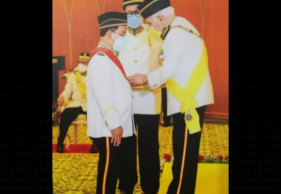 Peranak Emplaie Ulu temegah enggau pangkat basa diterima Prof Dato Dr Spencer Empading