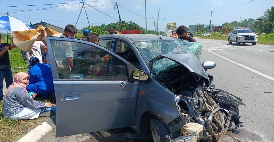 Lori polis bertembung dengan Perodua Viva di Mukah